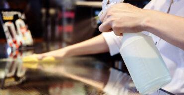 como limpar mesa de vidro