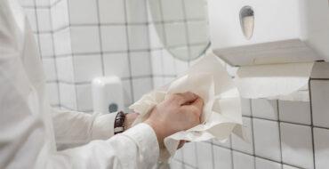 Economizar papel toalha na empresa também serve para que as pessoas sejam mais conscientes