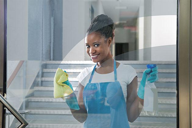 Saber como limpar vidros da empresa vai ajudar a fazer um serviço de muita qualidade